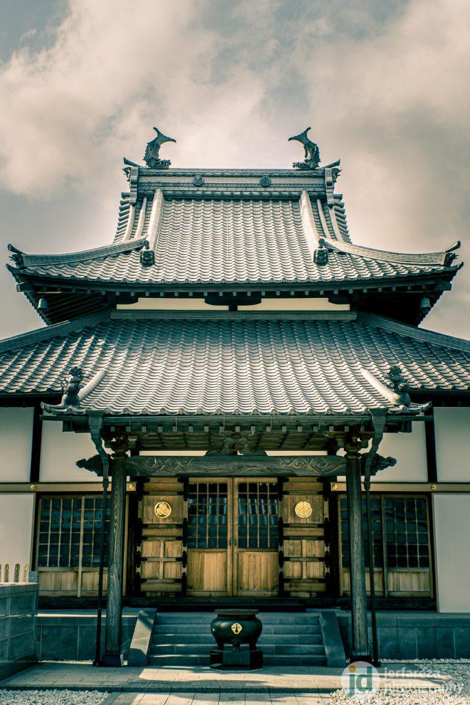This unique shachihoko temple.